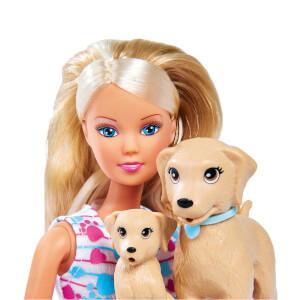 Steffi Yavru Köpeği ile Yürüyüşte