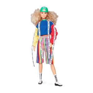 Barbie BMR1959 Koleksiyon Barbie Bebeği Şapkalı Kıvırcık Saçlı GHT92
