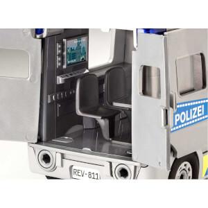 Revell 1:20 Figürlü Polis Minibüsü Çocuk Kiti 811