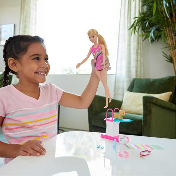 Barbie Yüzücü Oyun Seti GHK23