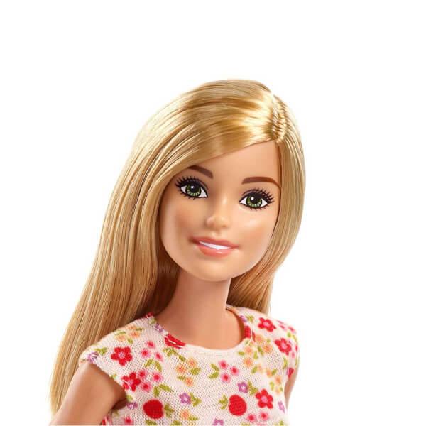 Barbie Çiftlikte Çiftçi GCK68