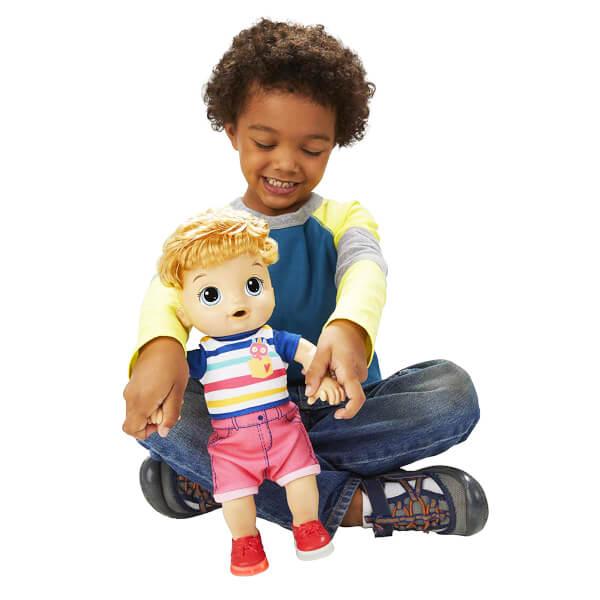 Baby Alive Işıklı Ayakkabılarıyla Neşeli Erkek Bebeğim E5244