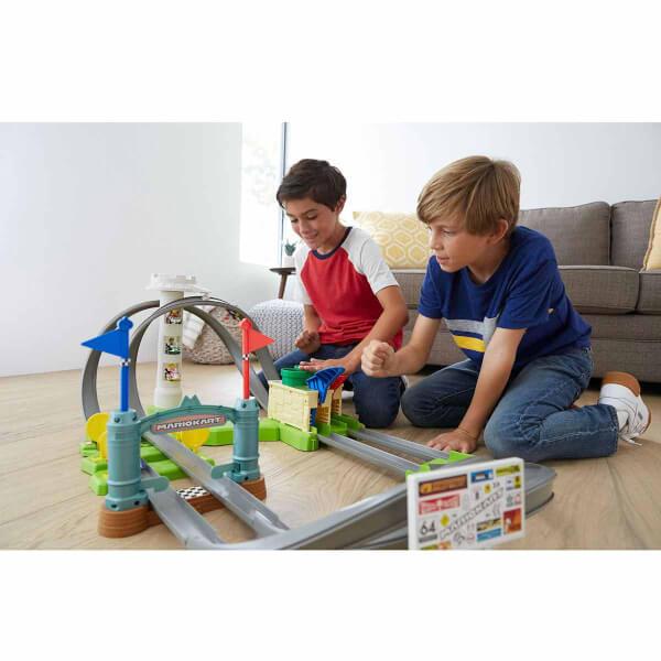 Hot Wheels Mario Kart Çılgın Dönüş Parkuru Yarış Seti GHK15